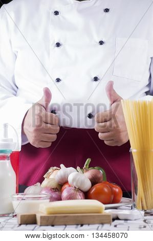 Chef present ingredient of spaghetti carbonala / cooking spaghetti concept