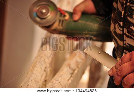 Work around the house with a circular saw machine
