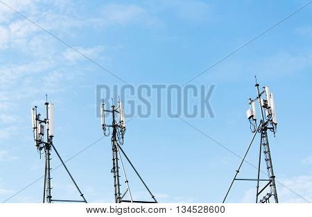 3 antenna signal with the background sky.