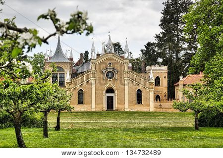 Woerlitzer Park: gothic house in spring with garden in front