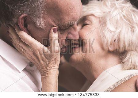 Hold Me, Kiss Me, Love Me!