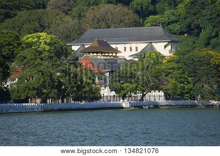 The view of the Royal Palace from the lake side. Kandy, Sri Lanka