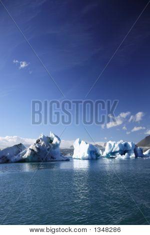 Große Eisberge
