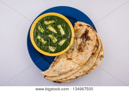 tasty palak paneer served with nan / naan / roti / chapati / fulka / tandoori naan / indian bread
