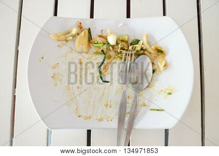 empty dish after eat and it's dirty on table