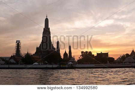 Wat Arun (Temple of the Dawn) in Bangkok during sunset