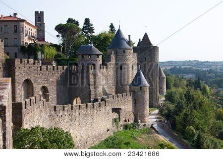 Mauern der mittelalterlichen Burg von Carcassonne