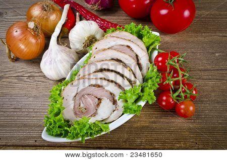 Carne impulsa ayuda oliva con chiles y tomates