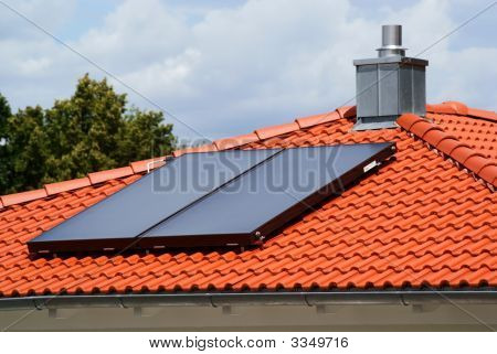 House With Solar Heating System1
