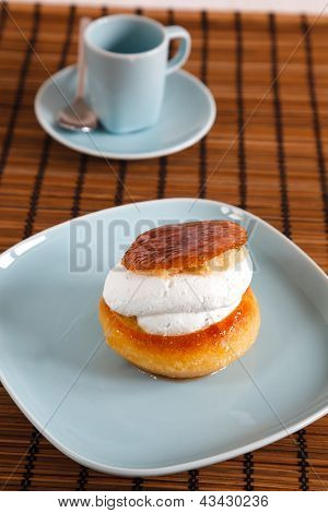 Sponge cake with cream fill and coffee cup