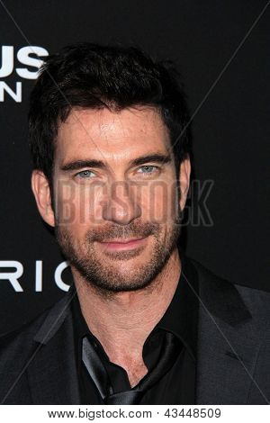 LOS ANGELES - MAR 18:  Dylan McDermott arrives at