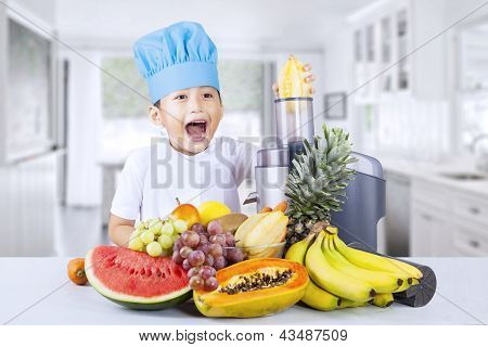 Happy Boy Blends Healthy Fruit Juice At Home