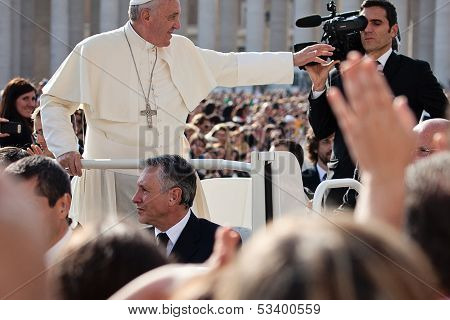 Pope Francis I Blesses The Faithful