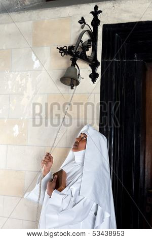 When catholic mass begins it is tradition that a bell is rung