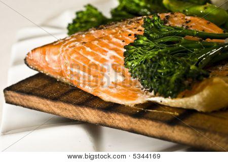 Tablón de cedro filete de salmón