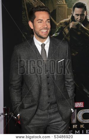 LOS ANGELES - NOV 4:  Zachary Levi at the Thor: The Dark World' Premiere at El Capitan Theater on November 4, 2013 in Los Angeles, CA