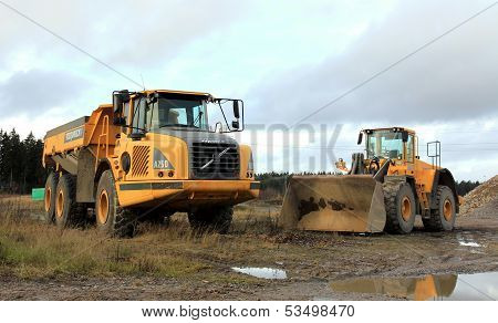 Volvo Articulated Hauler And Wheel Loader