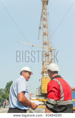 Chief engineer communicates with foreman