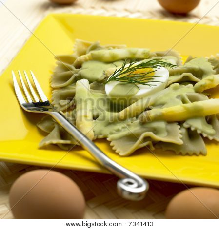 farfalle with white asparagus