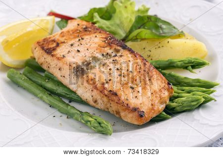 grilled salmon with asparagus