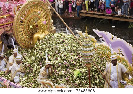 Samut Prakarn,thailand-october 7, 2014:the Lotus Giving Festival(rab Bua) In Samut Prakarn,thailand.