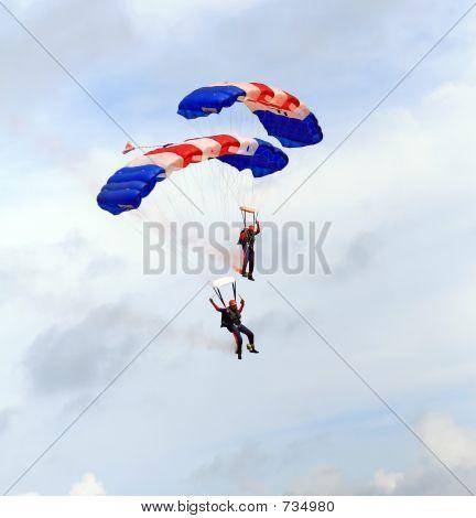 Parachute paragliders descend