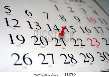 Kalender mit Reißzwecke