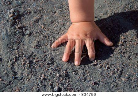 Babe hand
