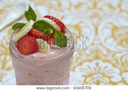 Overnight oatmeal smoothie with strawberry and banana