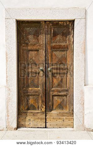 Italy Church Santo Antonino   The Old Door   Sunny Day