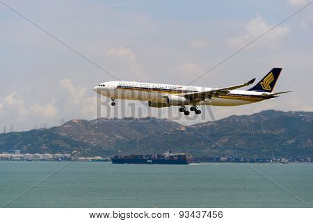 HONG KONG - JUNE 04, 2015: Singapore Airlanes aircraft landing. Singapore Airlines Limited is the flag carrier of Singapore which operates from its hub at Changi Airport