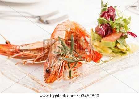 shrimps with salad