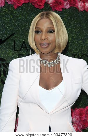 LOS ANGELES - JUN 13:  Mary J Blige at the LadyLike Foundation 7th Annual Women Of Excellence Scholarship Luncheon at the Luxe Hotel on June 13, 2015 in Los Angeles, CA