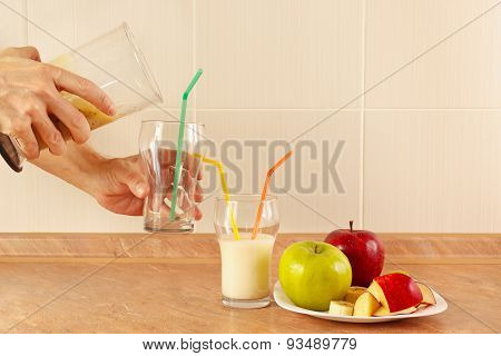 Hands chefs poured fruit smoothie in glasses