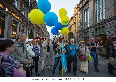 St.PETERSBURG, RUSSIA - AUG 24, 2016: Unidentified participants of the action devoted to Day of Independence of Ukraine on the Nevsky Prospekt.