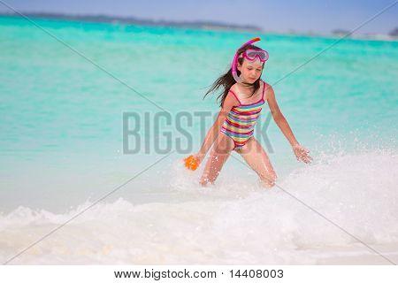 Schnorcheln Mädchen am Strand