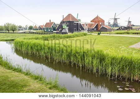The Netherlands In A Nutshell - Canals And Windmills