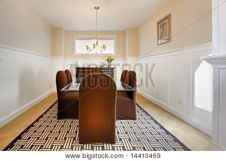 Clsassic Modern Dining Room With White Molding