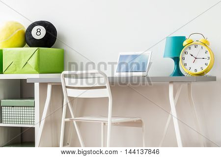 Clear Teenager's Room Design Boosting Concentration