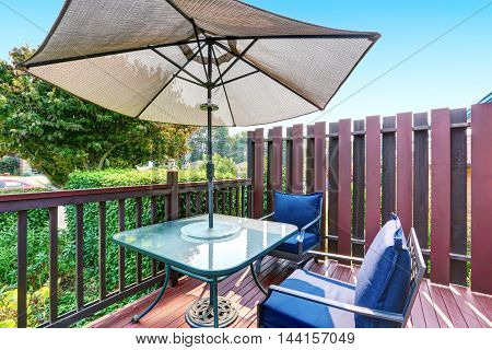 Small Mahogany Front Deck With Outdoor Furniture