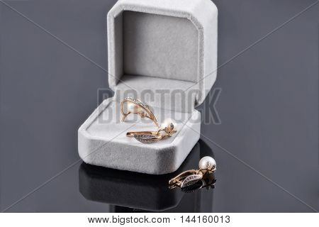 Gift Set Of Gold Jewelry With Pearls