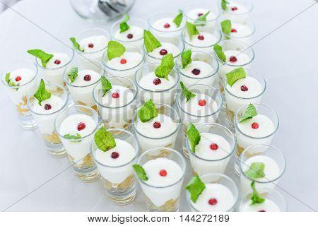 Wedding cake with red roses wedding cake