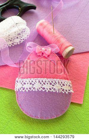 Easter decorative felt egg. Easter symbol. Simple sewing crafts. Festive felt egg ornament