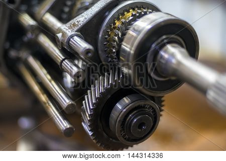 Gears transmission with shallow depth of field