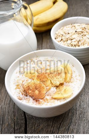Healthy breakfast oats porridge with banana and cinnamon