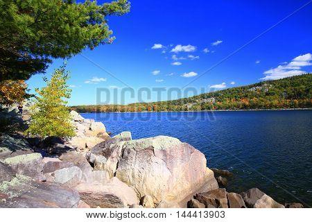 Autumn shoreline at Devil's Lake State Park