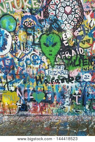 Muro de john lennon en praga el cual representa la libertad