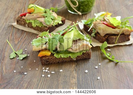 Open rye sandwiches with chicken vegetables served with green sauce