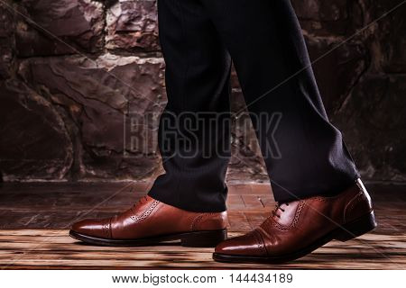 Step On The Classical Trosuers And Luxury Brown Shoes.oxfords