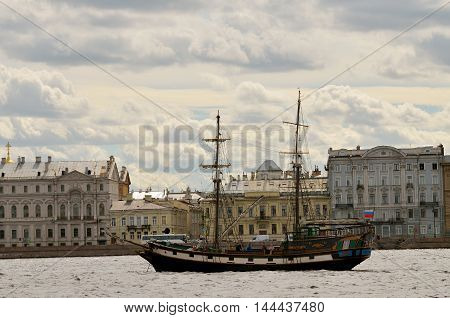 13.08.2016.Russia.Saint-Petersburg.Water landscape in the city overlooking the frigate.